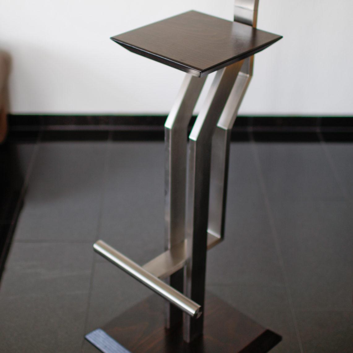 Designer-Hocker-aus-Edelstahl-und-Holz-(Holzart-und-die-Höhe-wählbar)